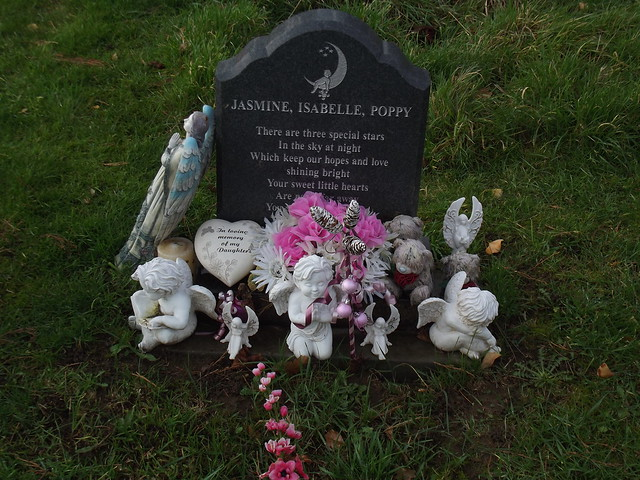 Grave decoration 4 flickr photo sharing for Grave decorations ideas