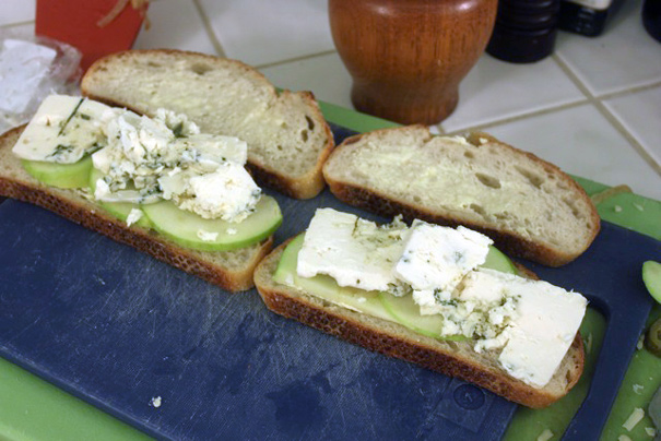 bluecheeseapplebread