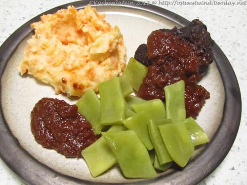 Geschmorte Rinderbäckchen mit gestampftem Karotten-Kartoffel-Gemüse und Bohnenn