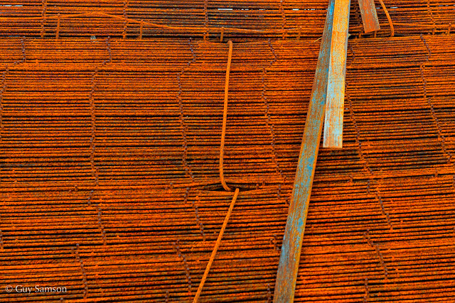 Pile Of Rust / Empilage de rouille