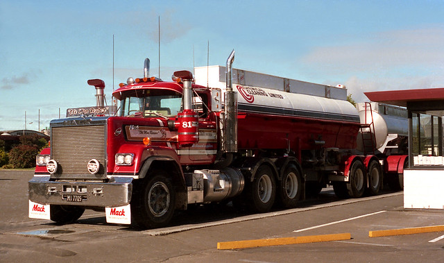 V8 Mack Superliner http://www.flickr.com/photos/65493476@N02/6706784643/