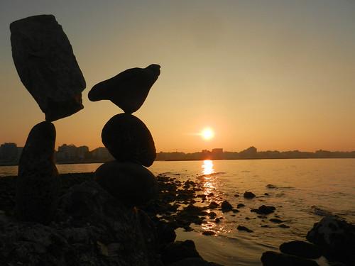 friends sunset italy sun rocks tramonto stones silhouettes harmony balance 1001nights sassi 2012 equilibrio rockbalancing rebranca cattolicarn allegrisinasceosidiventa 1001nightsmagiccity