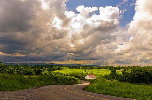 clouds landscape pentax maryland redhouse stormsky beforetherain pentax1855mm bigfarm pentaxk5 pentaxsmcda1855mmf3556alwr theroadsaid 马里兰州,美国东部,去华盛顿的路上,风景,草场,红房子,农场,美国农场,大雨来临之前,多云,宾得,宾得k5,summer