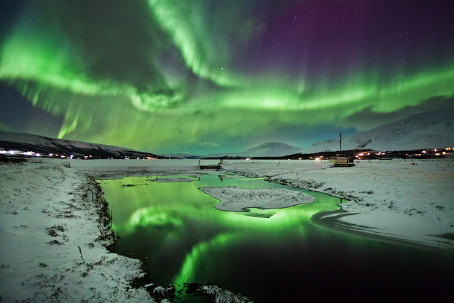 6746246785 98ea6898fb z Aurora Borealis: Weird Phenomenon, Awesome Photos.