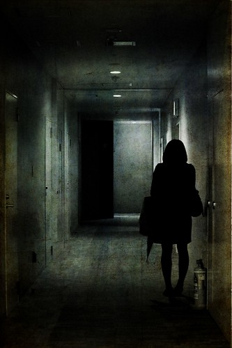 Girl in the corridor by tanakawho