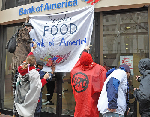 Protesters put up a banner announcing that the Bank of America has become a food bank. Credit: Judith Scherr/IPS