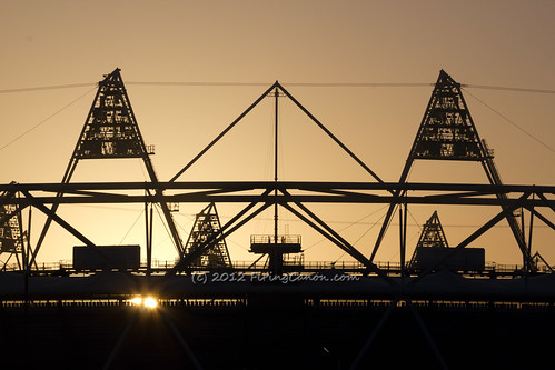 London_Olympic_Gold_Stadium_Pentagon1_R8122