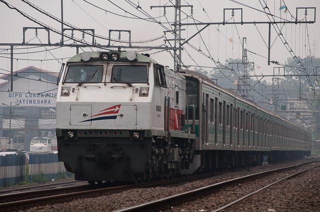 埼京線205系 川32編成 CC203牽引による配給