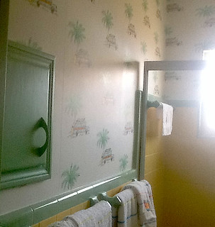 My Surf City wallpaper in a retro bathroom in Florida