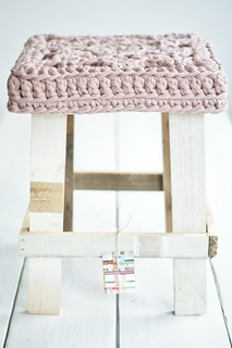 wood & (big) wool stool jeanette
