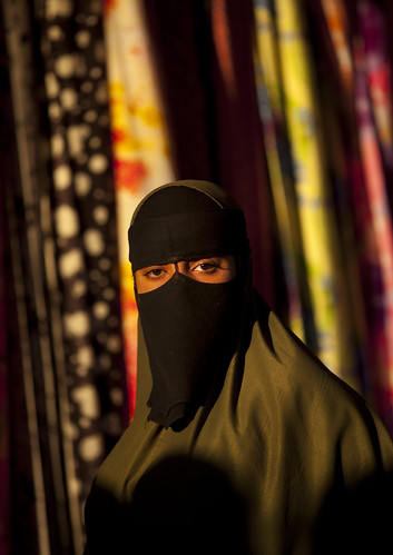 africa light sunset woman sun eyes veil market muslim islam souk afrika somali niqab souq somalia burqa somaliland afrique hornofafrica boroma 5934 somalie nijab boorama britishsomaliland somalië σομαλία сомали szomália الصومال ソマリア soomaaliland صوماللاند