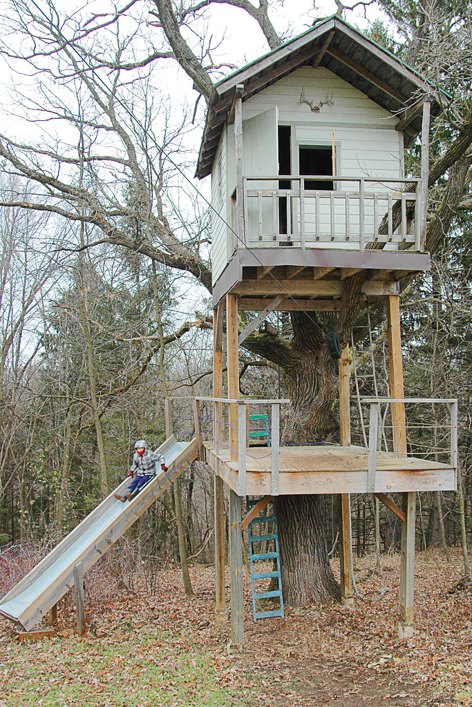 Hunting Tree House http://snowdeal.org/2011/11/day-2703-a-christmas-tree-hunting-and-zip-line-riding-we-go/