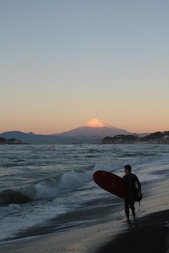 beach japan sunrise canon fuji mt kamakura surfing 日本 fujisan kanagawa xsi 江ノ島 鎌倉 神奈川県 稲村ケ崎 inamuragasaki