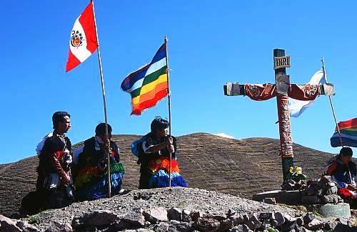Peregrinacion a la cima en estación de Via Crucis