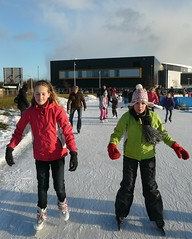 IJsplezier op de ijsbaan in Apeldoorn