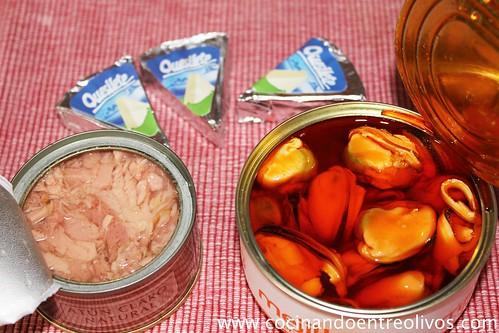 Cornetes de hojaldre rellenos de paté de mejillones (1)