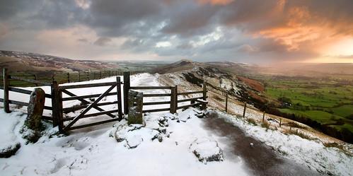 uk morning winter panorama snow english ice sunrise landscape countryside december view derbyshire peakdistrict windy wideangle hills valley vista british tamron winhill edalevalley mamtor hopevalley 1024 losehill thegreatridge britnatparks