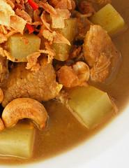 Zelfgemaakte massaman curry