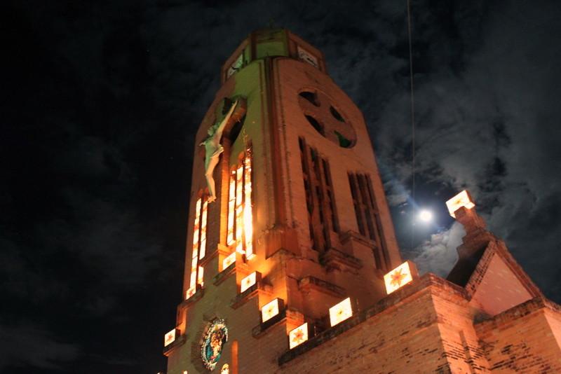 Imagen de la Catedral de Quimbaya durante el alumbrado