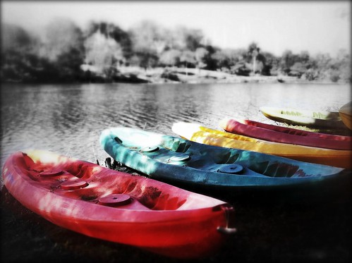 189/365- Colorful Canoes by elineart