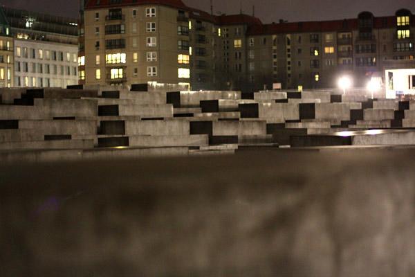 memorial-holocaust02