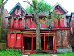 Gritty Toronto .... Abandoned Duplex In Red