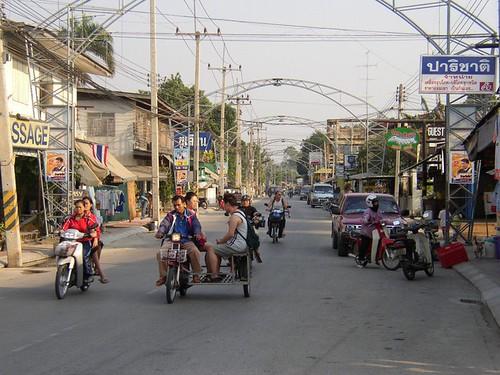 Kanchanaburi traffic (Thailand 2003)