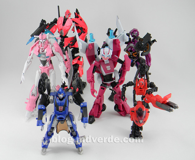 Transformers Arcee Deluxe - Transformers Prime - modo robot vs Arcees