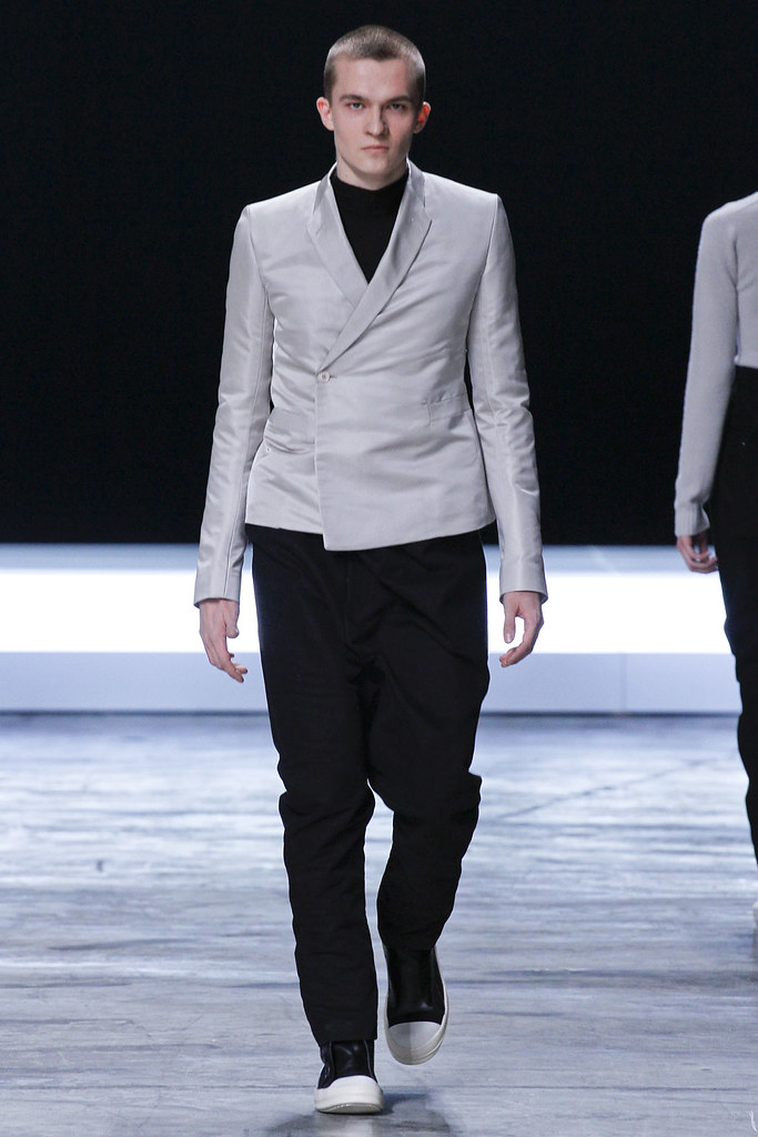 FW12 Paris Rick Owens007(VOGUE)