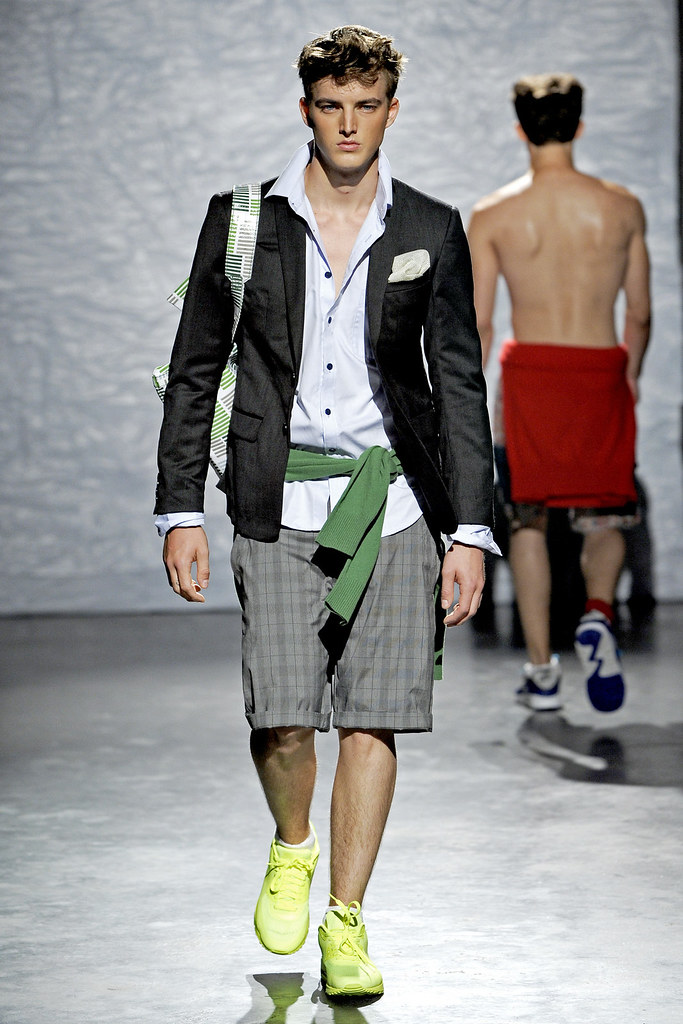James Smith3505_SS12 New York Loden Dager(VOGUE)