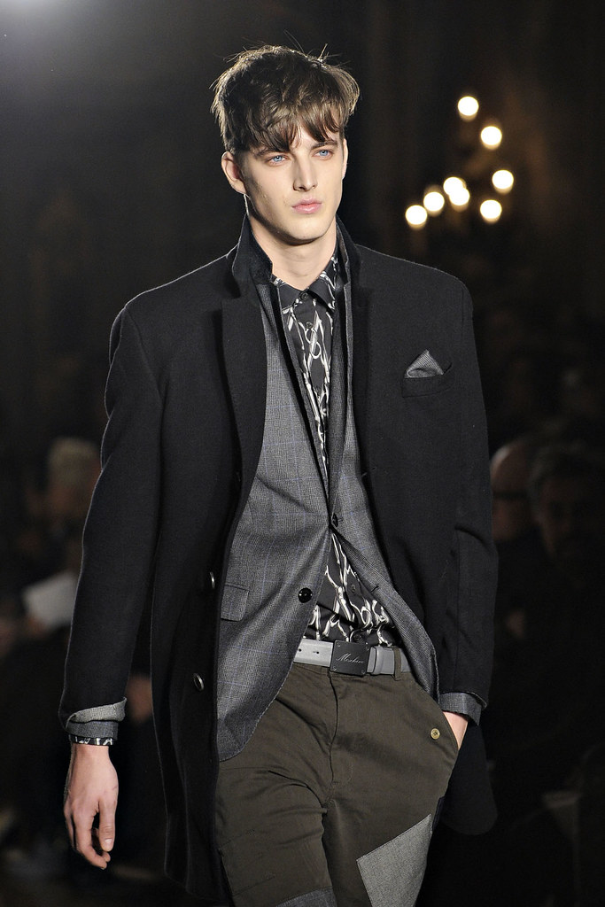 James Smith3564_FW12 Milan Moschino(VOGUE)