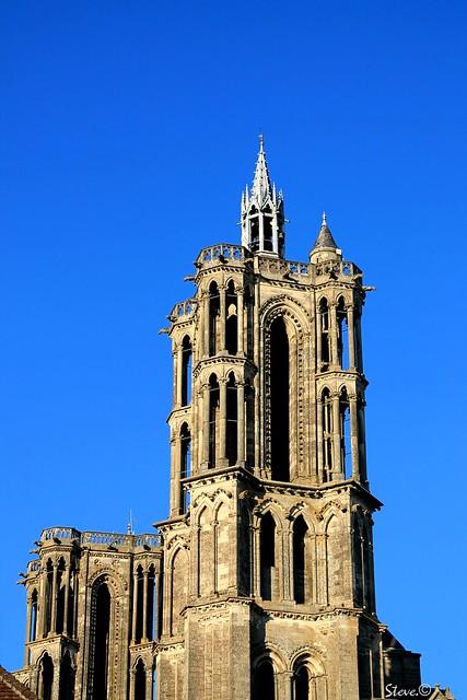 Architecture gothique dans le ciel bleu laonois steve for Architecture gothique