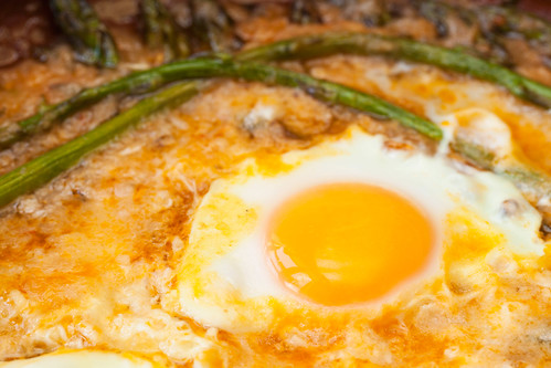 Espàrrecs-cuinats-amb-ous-escalfats-3