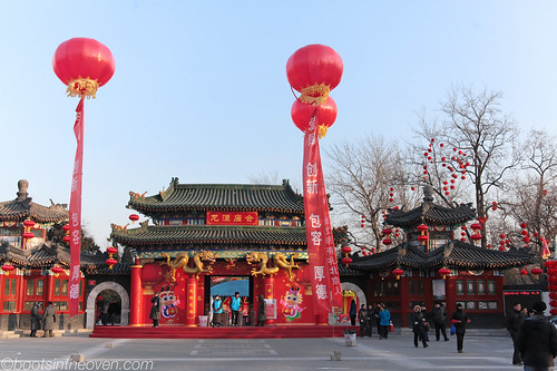Entrance to the Longtan Temple Fair