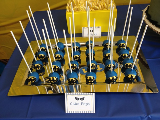 Batman Cake Pops close-up