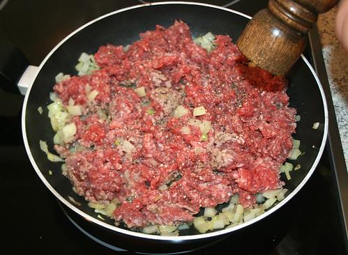 18 - Gehacktes anbraten & würzen / Fry ground meat & taste