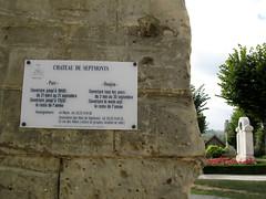 Septmonts (panneau infos château et monument-aux-morts) 6070