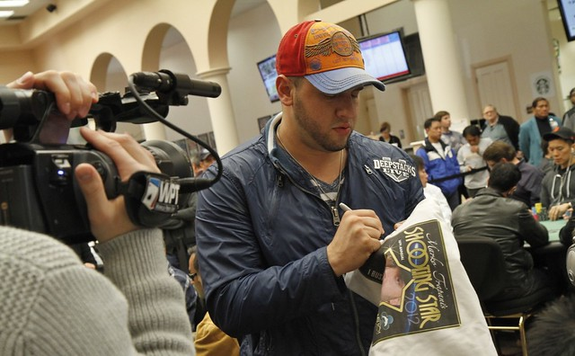 5631 Michael Mizrachi Signs His T-Shirt