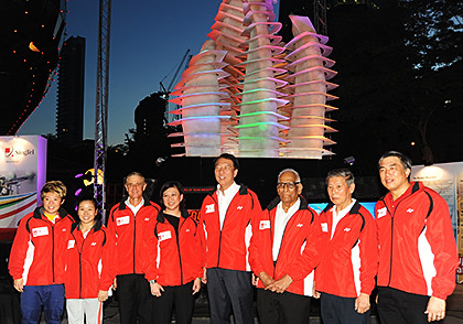 Deputy Prime Minister Teo Chee Hean (Minister for Home Affairs, Coordinating Minister for National Security and President of the Singapore National Olympic Council); Chua Sock Koong, Group Chief Executive Officer, SingTel; athletes Tao Li and Lim Heem Wei; as well as SNOC officials in from of the sculpture.