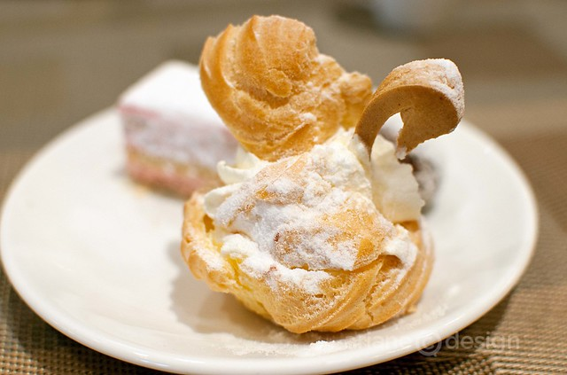Pineapple cream puff