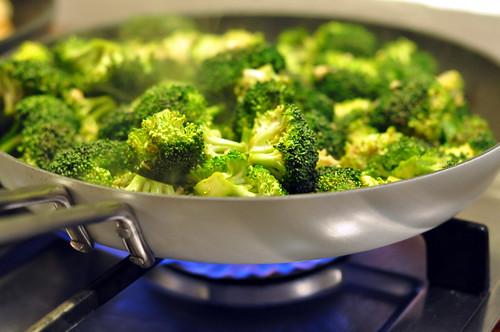Broccoli med hvidløg og hoisin-sauce