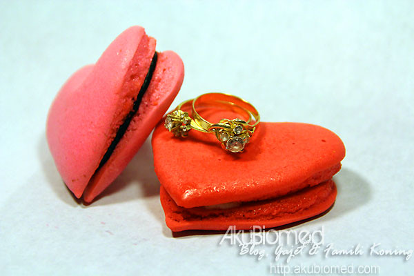 Macaron cinta dan cincin