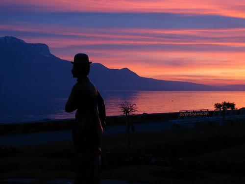 sunset lake mountains alps silhouette statue dark schweiz switzerland suisse shore svizzera léman contrejour vevey charliechaplin vaud romandie bestofr imagepoésie 1j1t