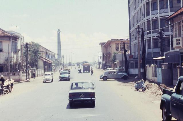 Saigon street 67-68 - Phan Thanh Giản (ngã tư Phan Thanh Giản-Phạm Đăng Hưng) - Bên phải là cao ốc chung cư Bưu Điện