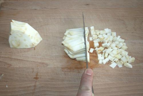 14 - Knollensellerie würfeln / Dice celeriac
