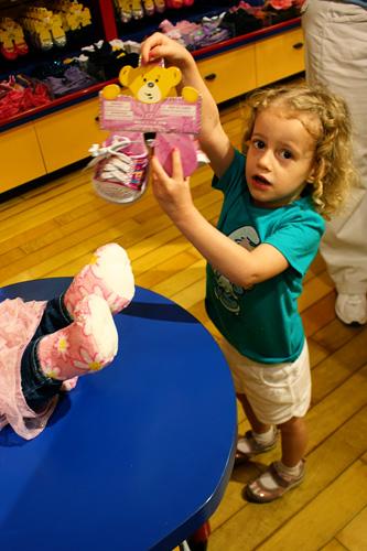 Aut-holding-up-shoes