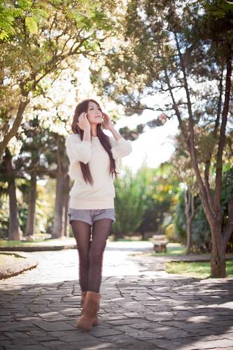 [フリー画像素材] 人物, 女性 - アジア, 台湾人, セーター ID:201203252200