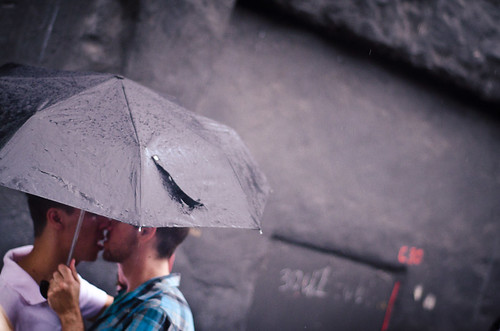 無料写真素材, 人物, 男性, キス・くちづけ, 傘