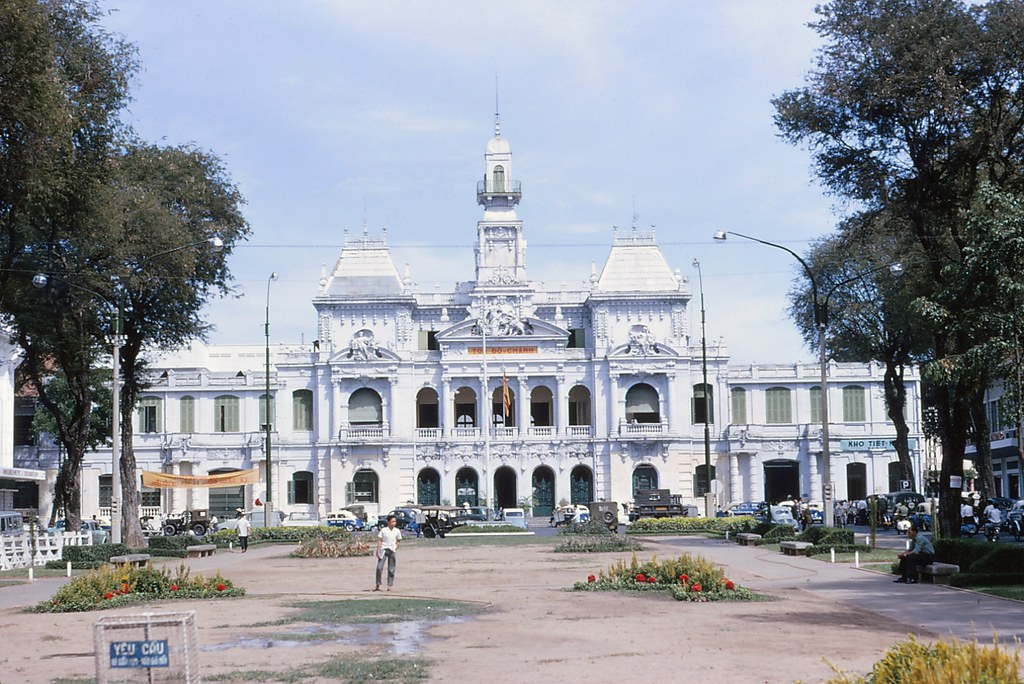 Saigon 1964 - City Hall - Photo by Iparkes
