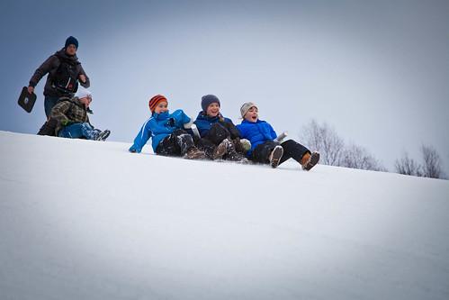 Publikum brukte alternative måter for å komme seg ned bakken under Snowboard-VM i Oslo